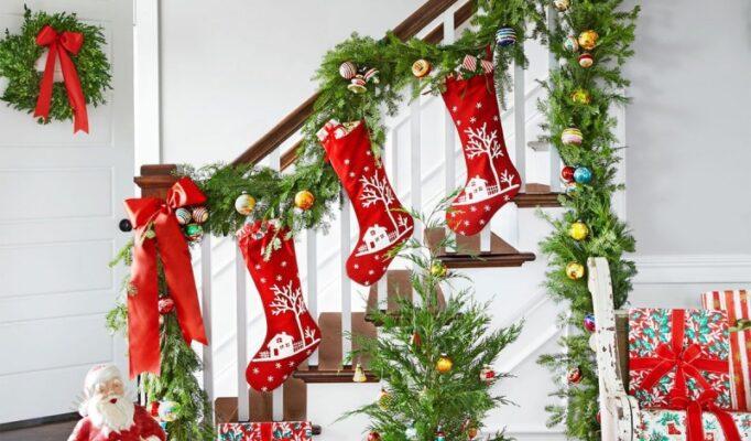 idei-novogodnego-ukrashenija-lestnicy-bf2eefa